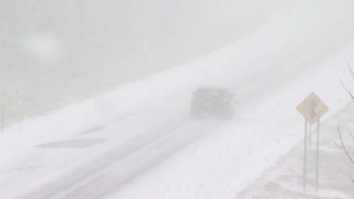 Lake effect snow buries parts of New York - Video