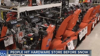 Last minute shopping before the first snow storm - Video