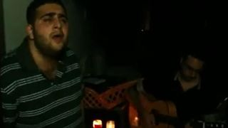 Men are singing a sad song - Video