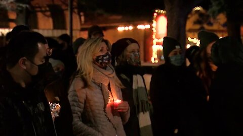 Candlelight vigil held at Pearl Street Courthouse to honor victims of Monday's mass shooting