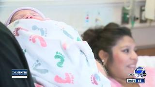 Aurora mom delivers baby in car outside coffee shop - Video