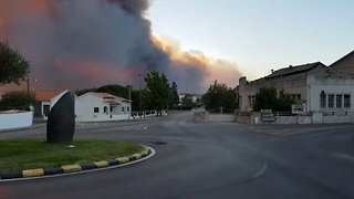 Roads Cut Off and Villages Evacuated Due to Wildfires in Central Portugal - Video