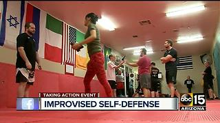 Defending yourself using zero weapons, relying on body - Video