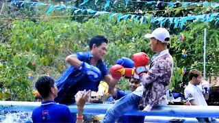 The Funny Boxing Fail In Water Lost, He Hope He Win - Video