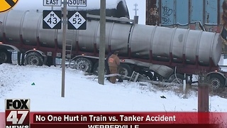 Tanker truck collides with train - Video