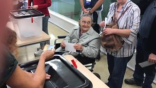 Elderly lady casts her ballot in Catalan independence referendum - Video