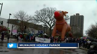 Thousands braved the wet weather for the Milwaukee Holiday Parade - Video