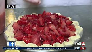 Naples restaurant serves free pie for National Pie Day - 7:30am live report - Video