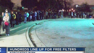 Hundreds of people line up for free water filters in Milwaukee - Video