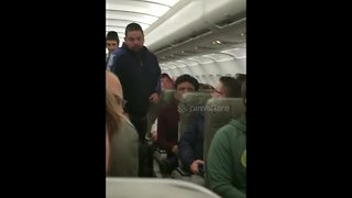 JetBlue removes passenger 'for filming video mid-air' - Video