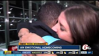 Hurricane victims reunite in Indianapolis airport - Video