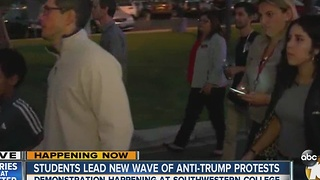 Students lead new wave of anti-Trump protests - Video