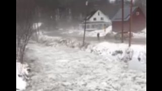 Ice Jam Breaks Up, Engorges New Haven River in Vermont - Video