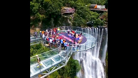 This Massive Glass Bridge in China Is Freaking Tourists Out