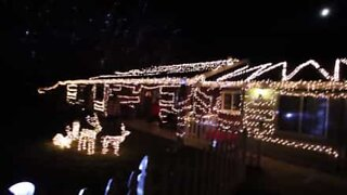 Couple decorates parent's house with Christmas lights for an incredible surprise