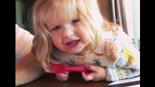 A (Little) Star Is Born - Toddler Delivers Cute Version of Twinkle Twinkle... - Video