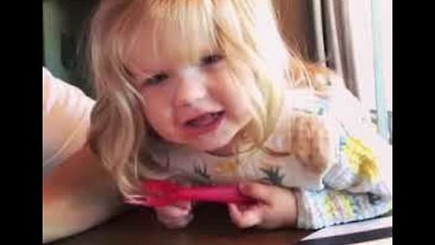 A (Little) Star Is Born - Toddler Delivers Cute Version of Twinkle Twinkle...
