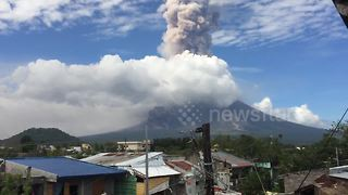 Mayon volcano continues to erupt in the Philippines - Video