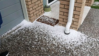Hailstones Pelt Toowoomba and Southeast Queensland - Video