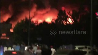 Major market fire in Beijing - Video