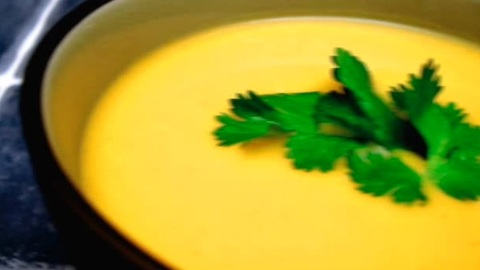 Comment Faire un Potage de Courge Butternut au Cari Thaï