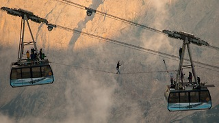 Slackliners Cross Between 150 Metre High Cable Cars