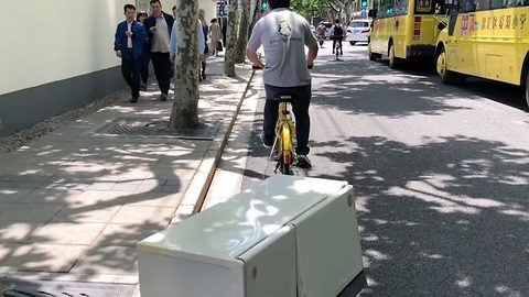 Funny Delivery Guy Drags A Fridge On His Bicycle