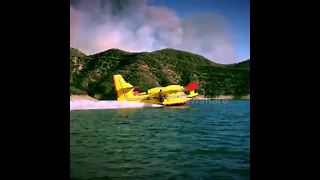 Video shows Super Scooper aircraft picking up water to fight Charlie Fire - Video