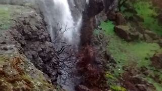 Strong Winds Cause Reverse Waterfall in Paradise, California - Video