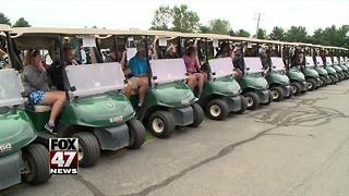 Golfers raise money to buy shoes for kids - Video