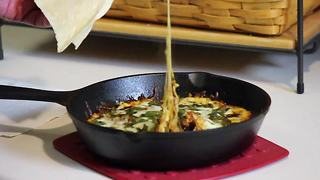 Quick recipe: Mexican cheese dip 'Queso Fundido' - Video