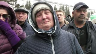 Relatives of Siberia shopping centre fire demand answers from officials - Video