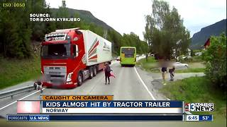 Children in Norway almost hit by bus - Video