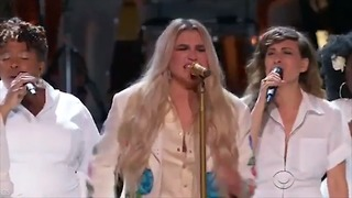 Kesha Is Joined by Camila Cabello and Others For Moving 'Praying' Performance | 2018 Grammys - Video