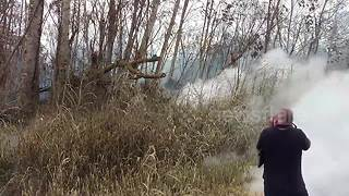 Local residents film lava fissures on Mount Kilauea - Video