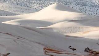 Snow Dusts Sahara Sand Dunes in Algeria (Photos)
