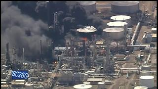 Multiple injuries in Superior refinery explosion - Video
