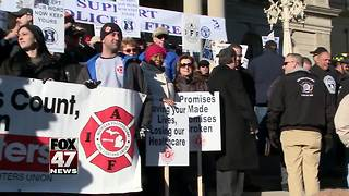 Police, firefighters oppose retirement bills - Video
