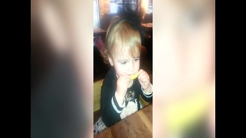 Baby Tries Lemon for The First Time – Her Reaction is AMAZING