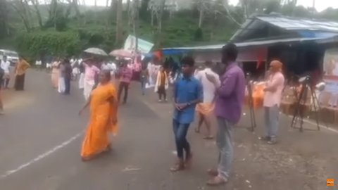 Protesters Clash With Journalists Covering Sabarimala Temple Row