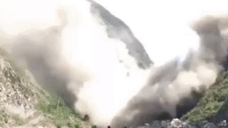 Landslide Churns Up Dust in Sichuan 3 Days Before Earthquake - Video