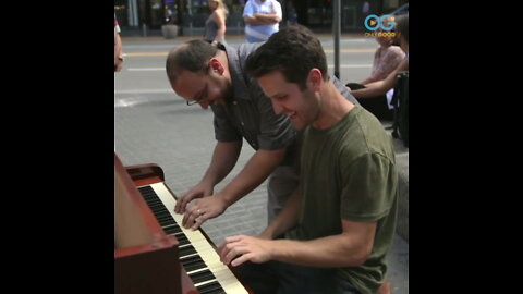 Piano Man Travels World Finds The Key to Life! - Your Daily Diversion