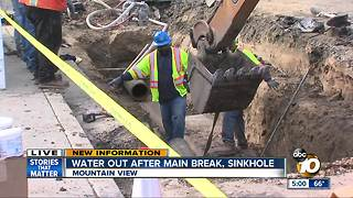 Water main break floods homes - Video