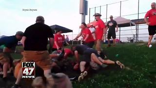 Parents fight each other at a softball tournament - Video