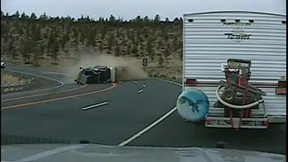 Semi truck rollover caught on police dash cam - Video