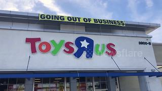 "Everything must go! Toys ""R"" Us gives big discounts before it closes - Video"