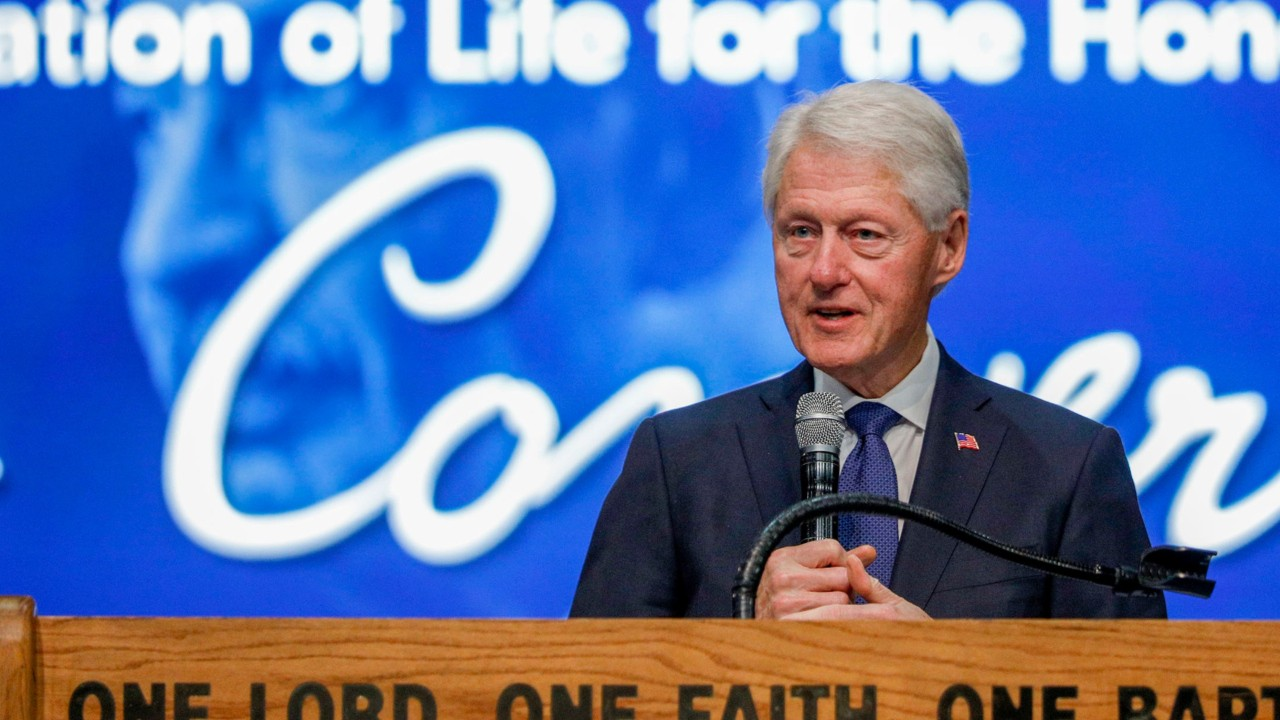 Bill Clinton says impeachment shouldn't affect the way the White House operates