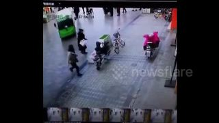 Woman struck by electric bus in China - Video