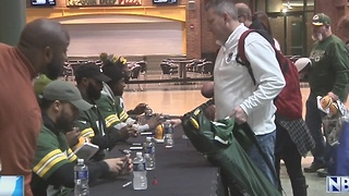 Packers players sign autographs to benefit Salvation Army - Video