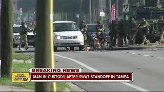 Man in custody after SWAT standoff in Tampa - Video
